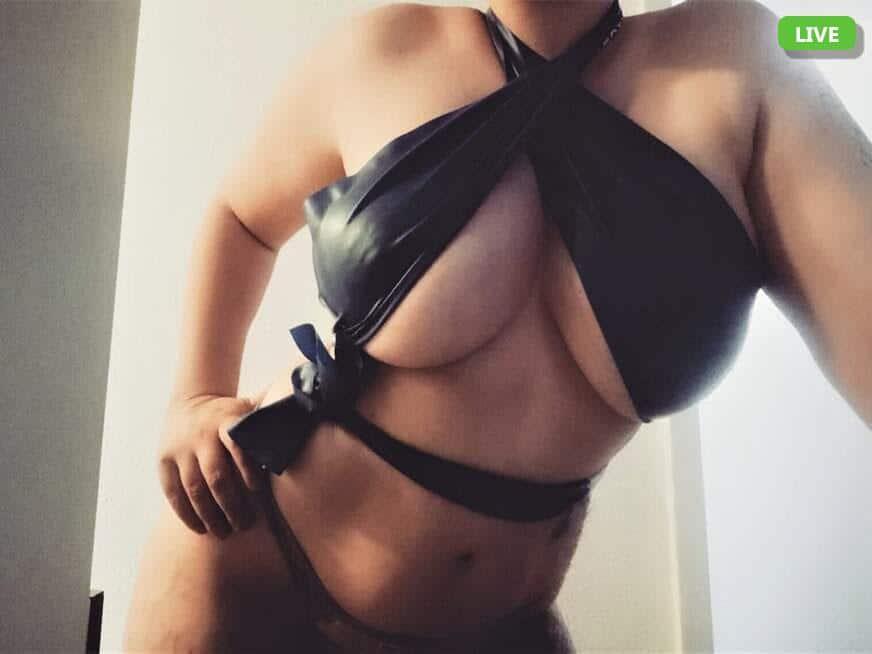 Tittenluder mit einem gewaltigen Vorbau sucht einen Nacktchat