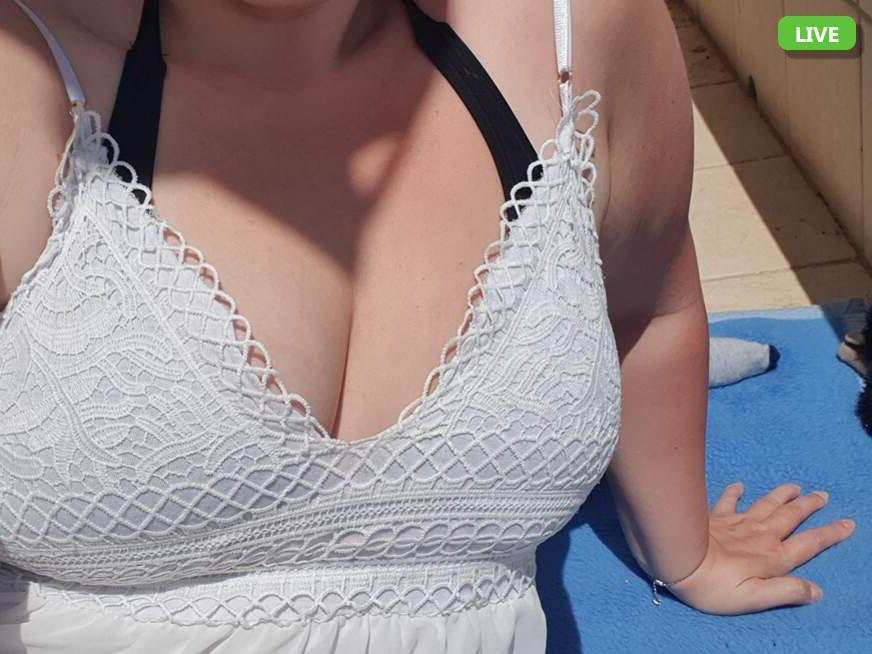 Schau auf die grossen Titten im Chat
