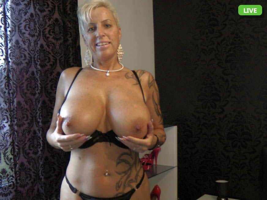 Hausfrau mit fetten Titten in kostenlose Sexchats