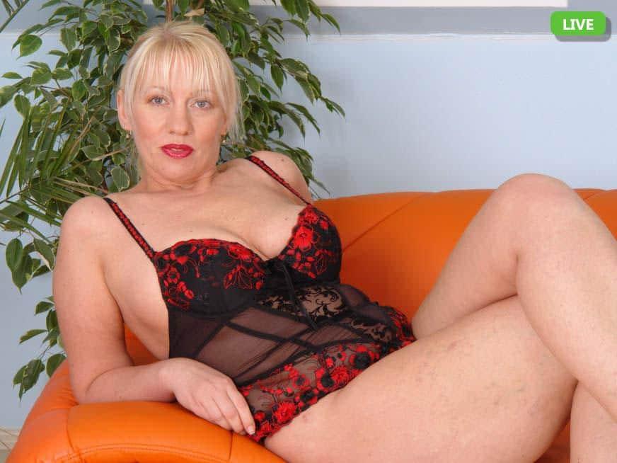 Einsame Hausfrauen im Nackt Chat suchen echte Kontakte