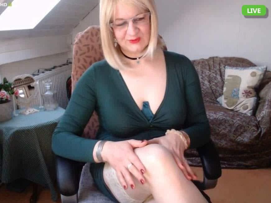 Strenge Dame erwartet Dich im Domina Chat