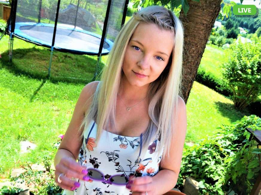 Junge Blondine sucht spontane Chat Partner